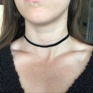 Jewelry - Black felt choker